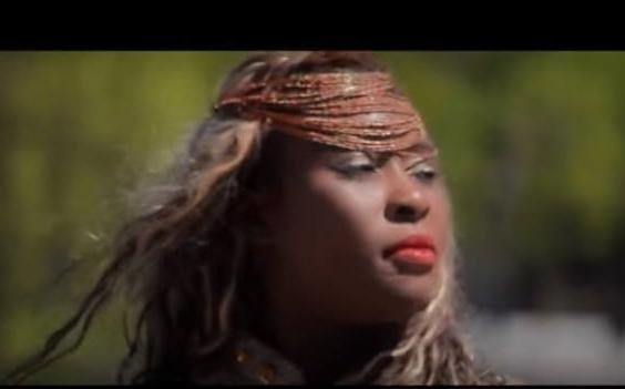Sia Tolno chante »Bang Bang » ( Vidéo)