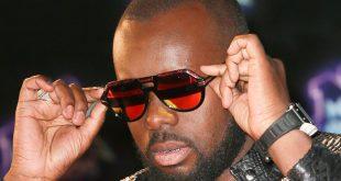 Maître Gims  pourquoi il ne se sépare jamais de ses lunettes de soleil  Maître Gims porte toujours des lunettes de soleil. Savez-vous pourquoi   0c17aadd11bd